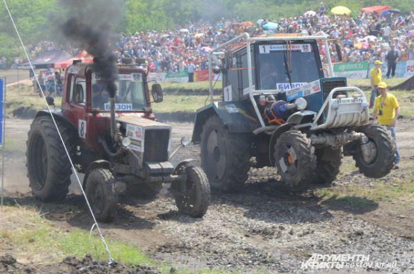 На старте некоторые тракторы поднимались на дыбы, это вводило в восторг собравшихся!