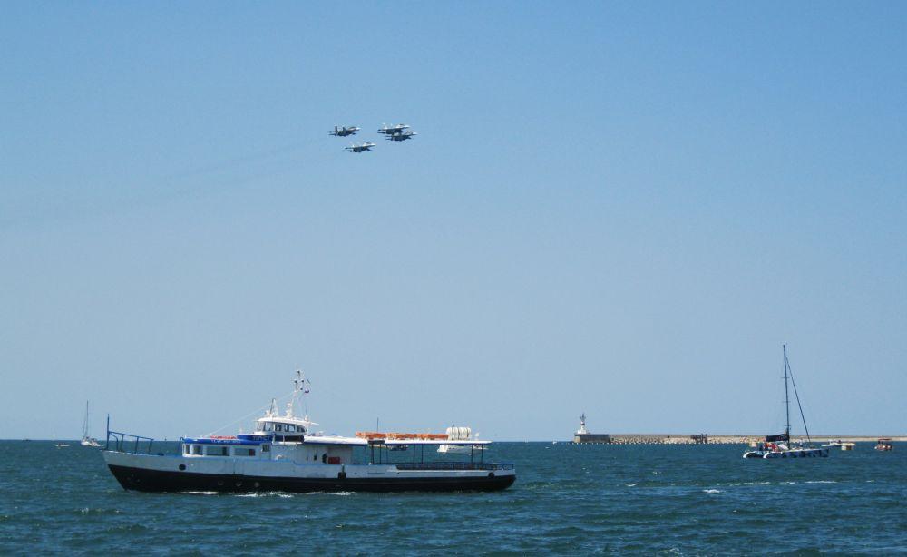 Затем в небе появились Су-30СМ