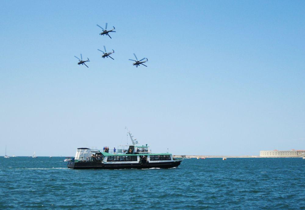 Крым впервые принимал этап всероссийского армейского конкурса по воздушной выучке летных экипажей «Авиадартс». Завершился он 5 июня авиашоу в Севастополе.