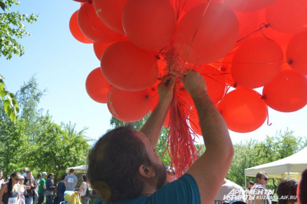 За пару часов сотрудники издания совершенно бесплатно раздали более 200 гелиевых воздушных шаров.