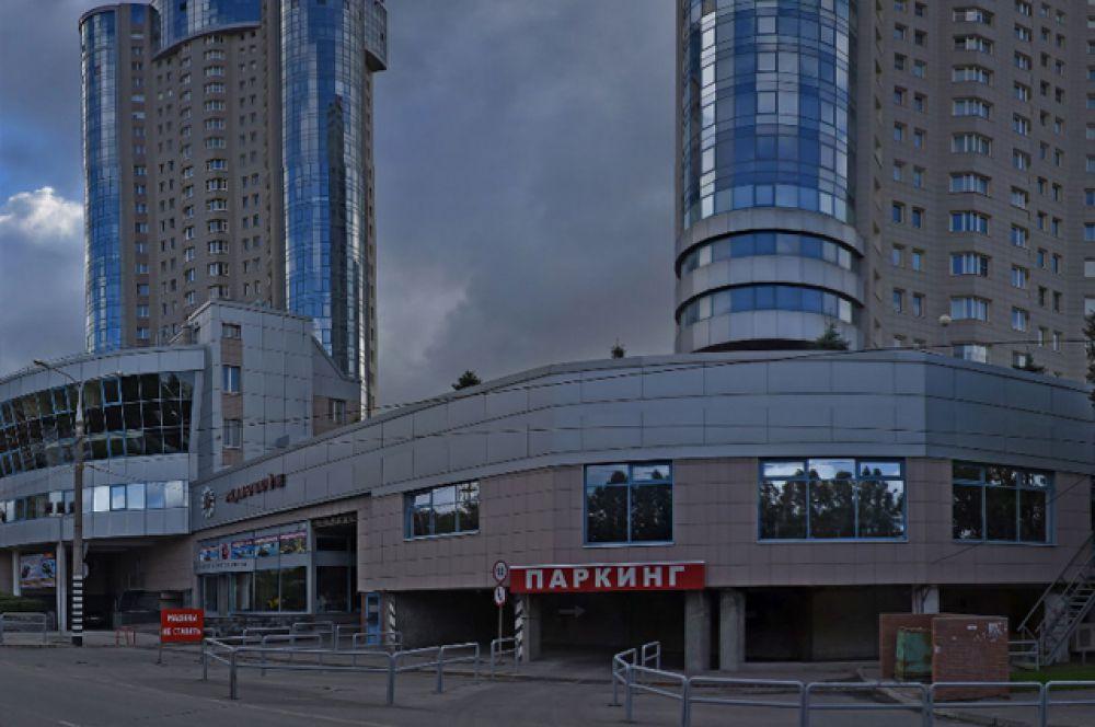 В Самаре самый дорогой лот – это квартира площадью 208 кв. м в жилом комплексе «Ладья» стоимостью 55 млн рублей. В ней выполнена эксклюзивная отделка, а из окон открываются живописные виды на Волгу.