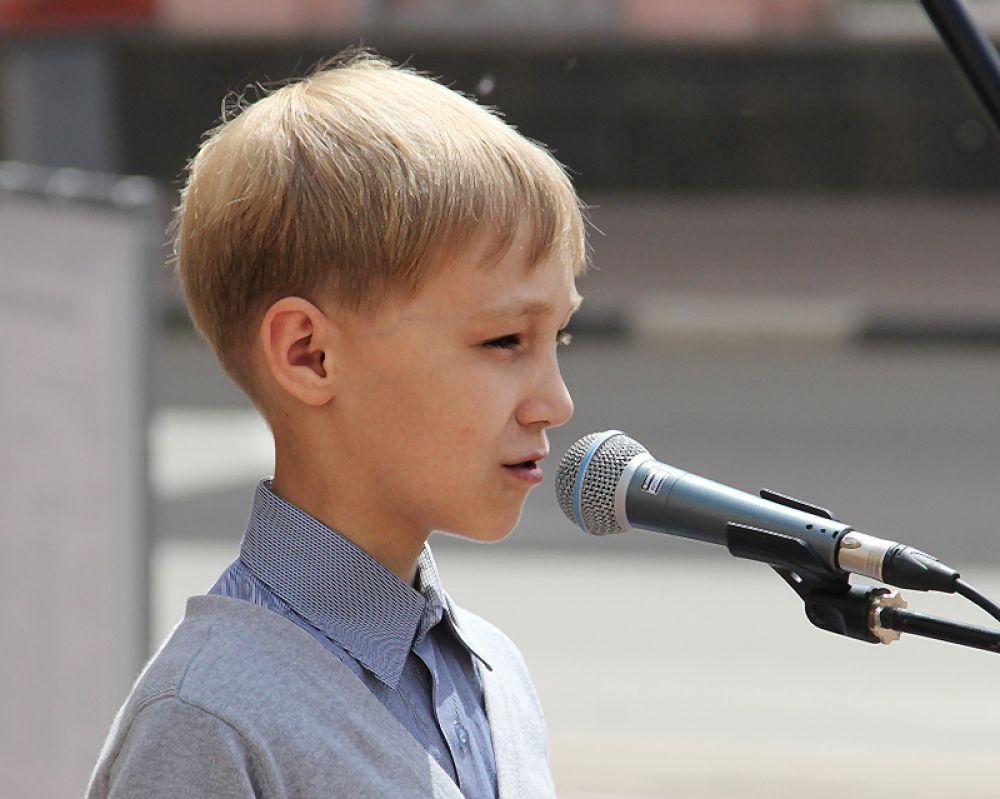 Юные ценители поэзии прибыли даже из Карлинского