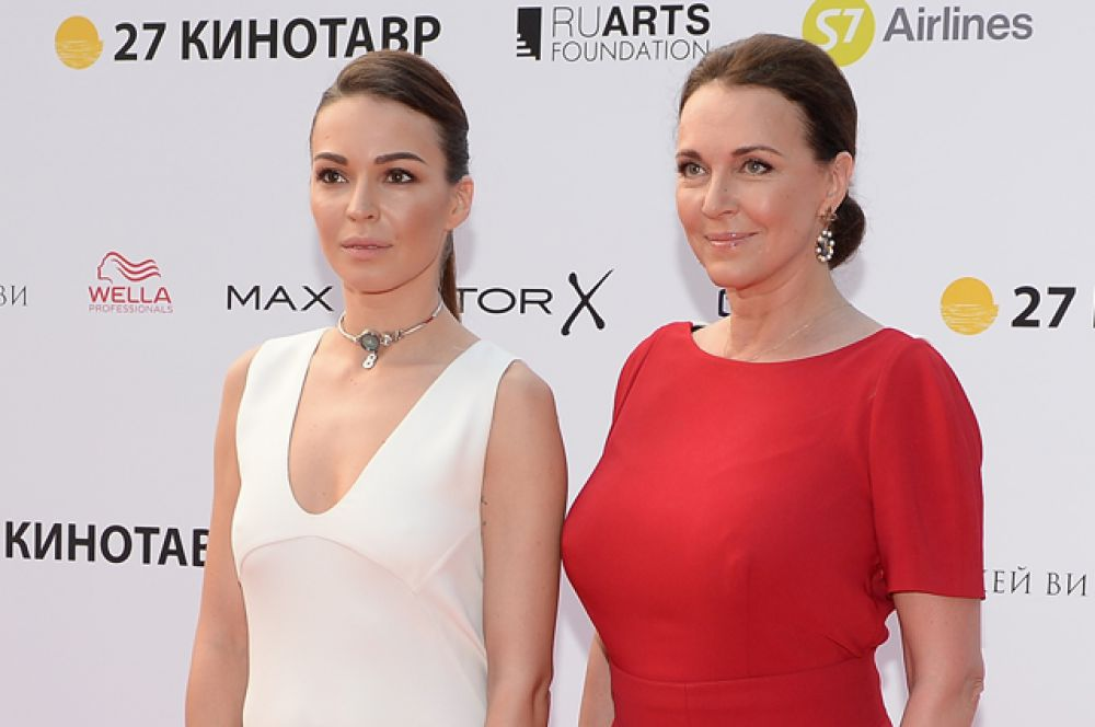 Актриса Агния Дитковските (слева) с матерью актрисой Татьяной Лютаевой.