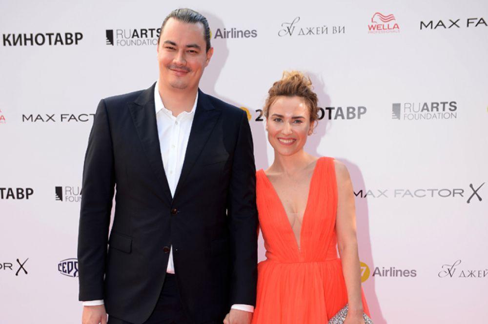 Член жюри программы «Короткий метр», режиссер Жора Крыжовников (Андрей Першин) с супругой, актрисой Юлией Александровой.