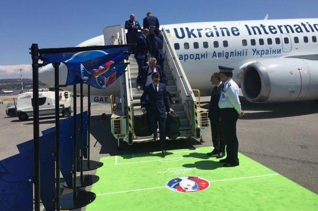 Сборная Украины прилетела во Францию