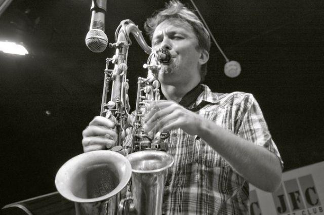 Один из участников фестиваля: знаменитый российский саксофонист Алексей Круглов.