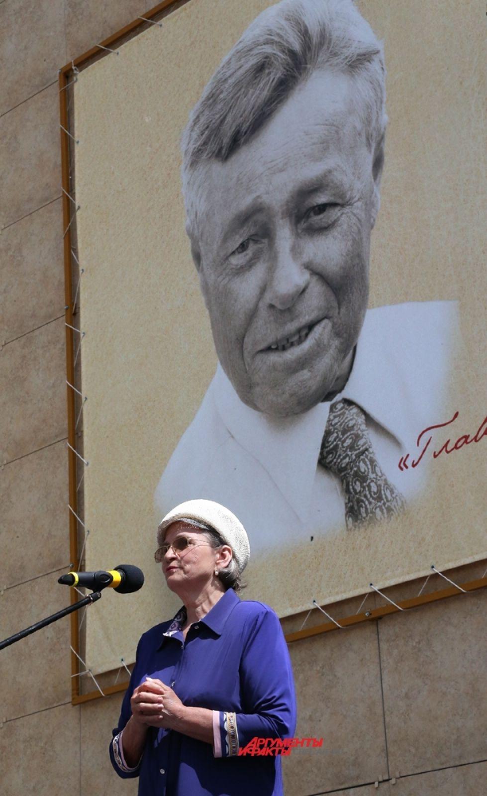 На митинге выступила Ольга Ильинична Сумина
