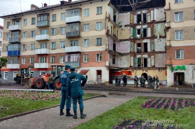 Восемь квартир полностью обрушились в доме №16 по улице Весенней.