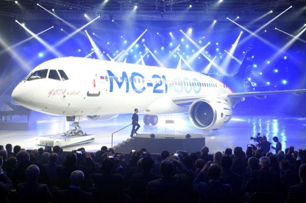 МС-21 – семейство пассажирских самолётов нового поколения вместимостью от 150 до 211 пассажиров, включает в себя новейшие разработки в области самолёто- и двигателестроения, бортового оборудования и систем.