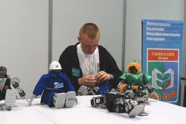 Гимназисты из Югорска привезли на выставку своих роботов.