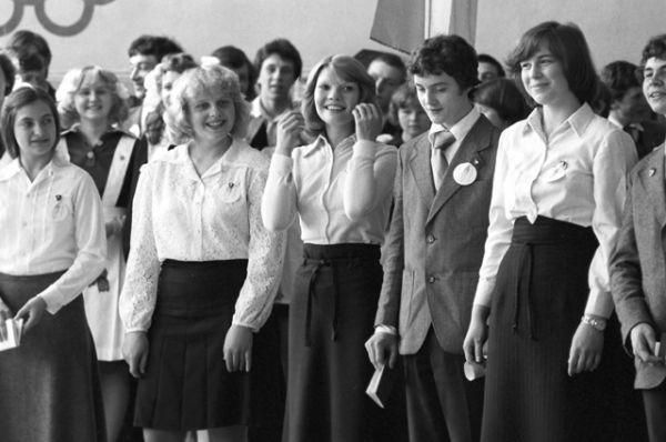 Выпускники одной из средних школ города Надым, 1981 год.