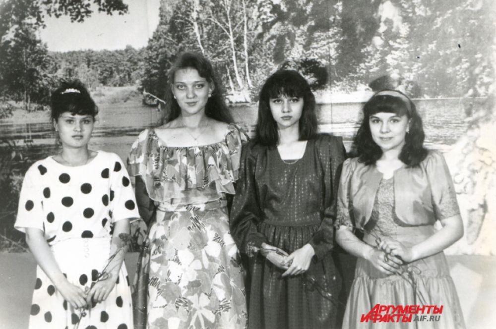 Выпускницы начала 90-х, Казань.