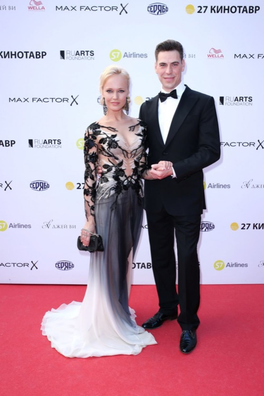 Дмитрий Дюжев с супругой.