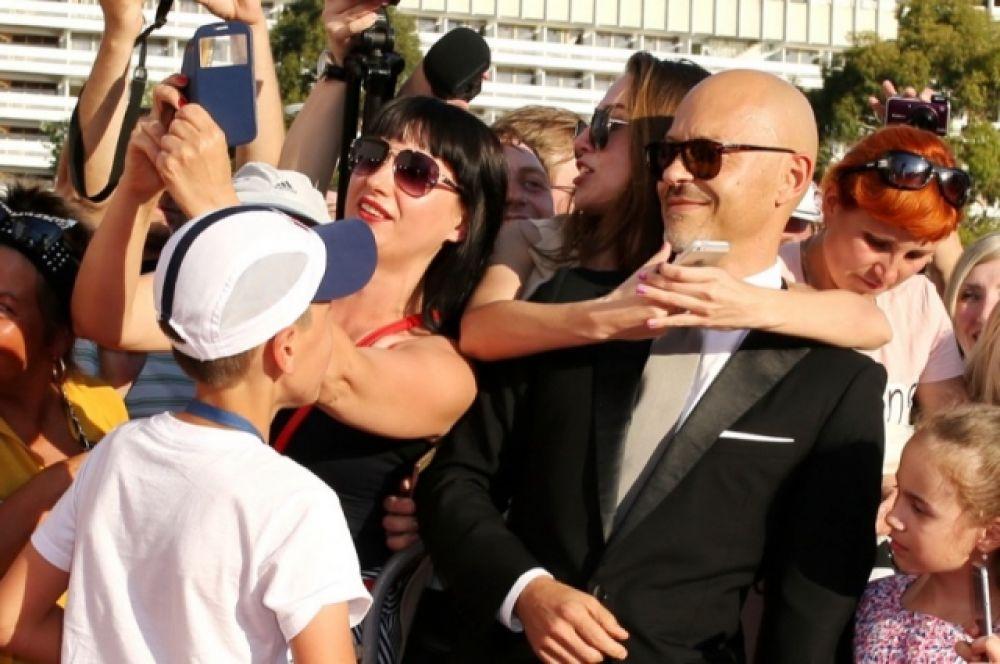Председатель попечительского совета кинофестиваля Федор Бондарчук приехал в Сочи с Татой Бондарчук.