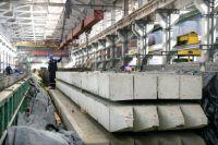 Сейчас на стройплощадке ведутся работы по изготовлению каркасов ростверка промежуточных опор и завозятся сваи.