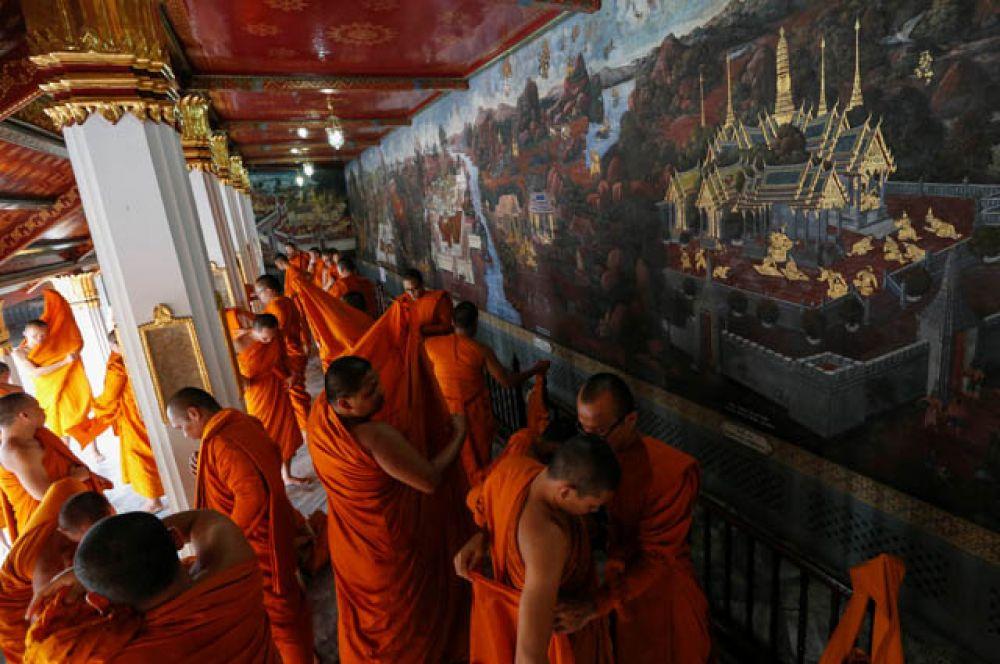 Молитву во славу монарха вознесли 770 буддийских монахов.