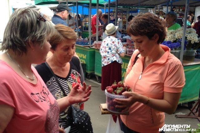 В Калининграде в продаже появилась первая местная клубника.