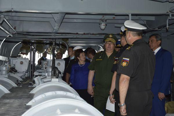 Капитаном судна является Анатолий Величко