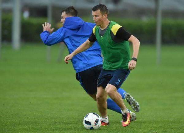 Внимательность игроков при работе с мячом.