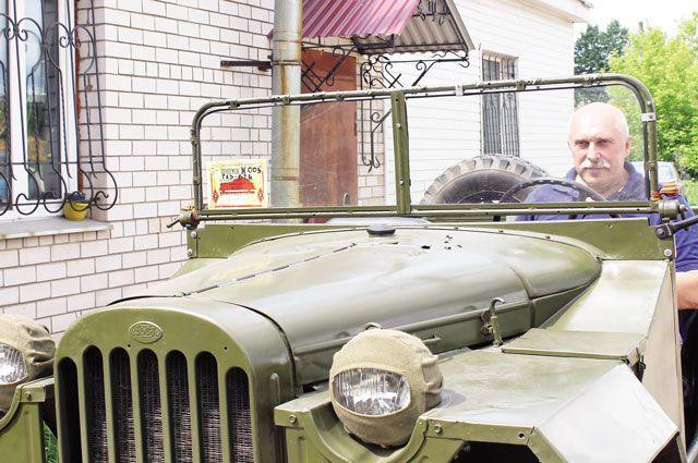 Владелец ретро-автомобилей Александр Трушин говорит, что старинные машины обязательно нужно показывать подрастающему поколению.