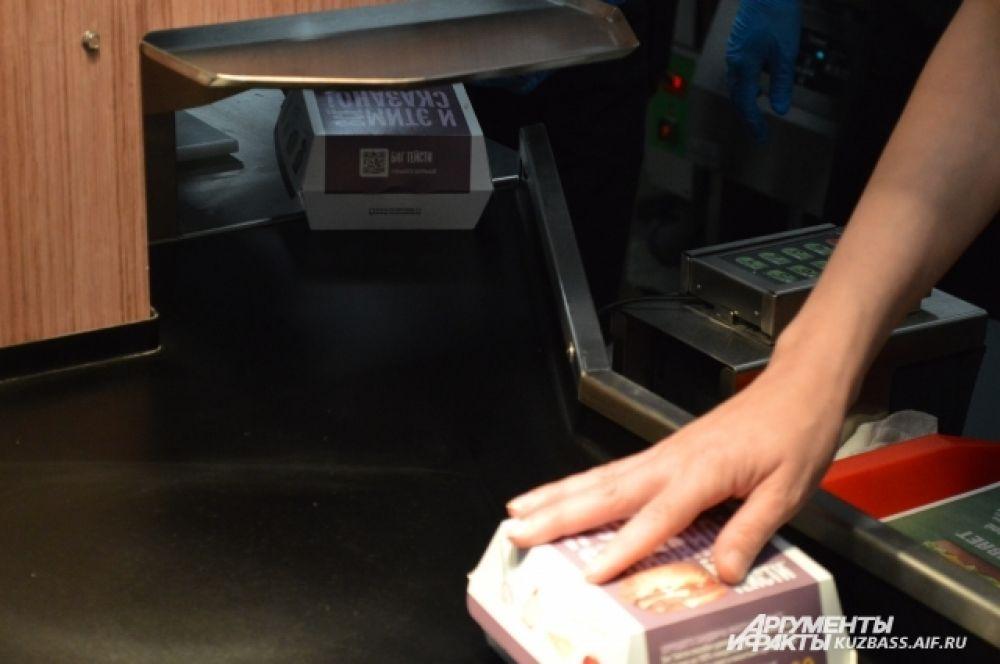 В ресторане можно расплатиться и самому по терминалу, даже не делая заказ на кассе.