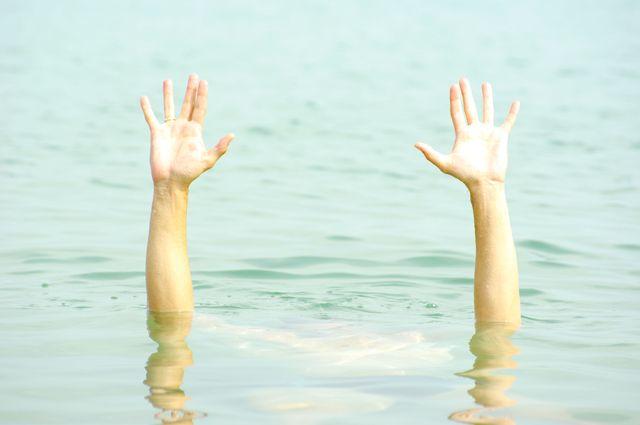 Картинки по запросу опасности на пляже для детей