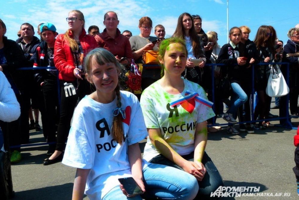 Участники флешмоба «Я люблю Россию».