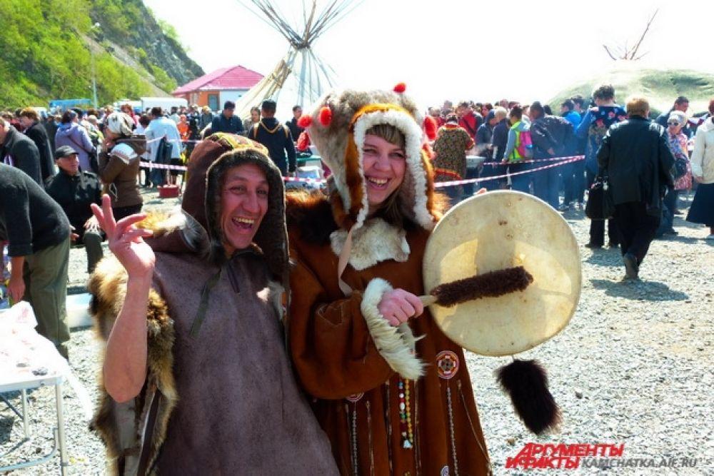 Гости праздника смогли примерить национальные костюмы.