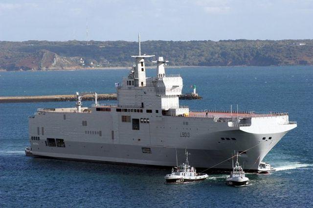 1-ый французский «Мистраль» отправился вегипетский порт Александрия
