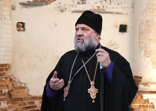 Здесь за всё время путешествия впервые удалось встретить священника - благочинного 2-го округа Барышской епархии архимандрита отца Адриана