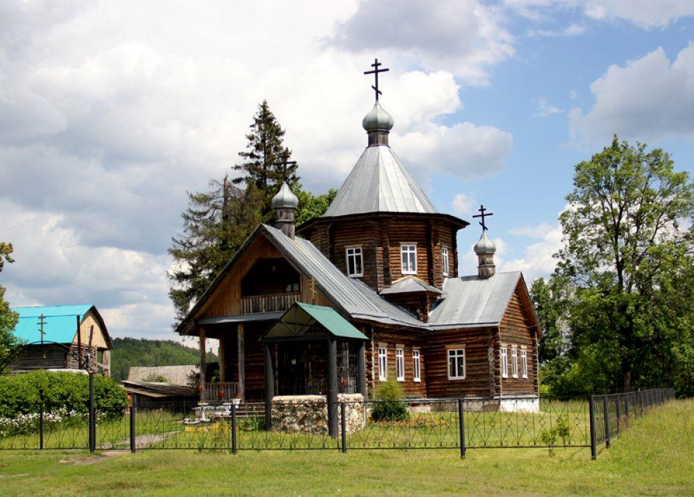 А вот в селе Труслейка недавно построили новую церковь. Но масштабы, конечно не те, что были двести лет назад...