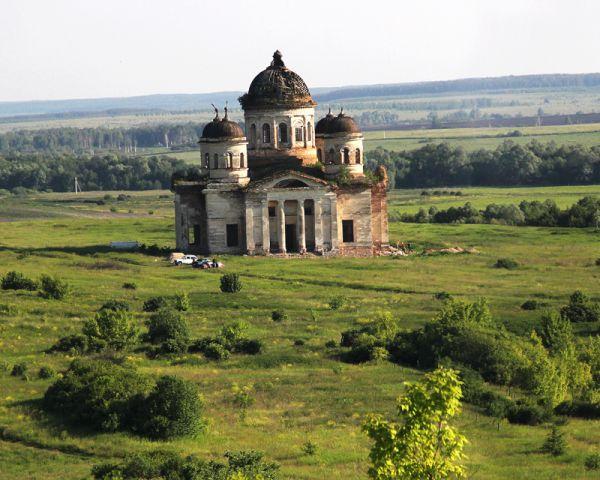 Былая гордость Симбирской губернии - храм Живоначальной Троицы в селе Пятино
