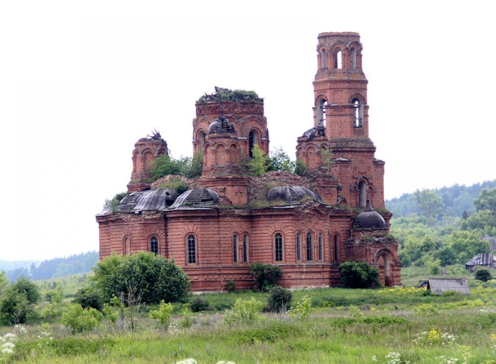 Храм в селе Городище местные крестьяне достроили в 1929 году - уже при Советской власти. И несколько лет отстаивали его с вилами в руках