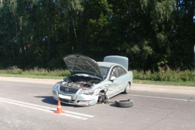 Угнанную машину парень разбил на трассе