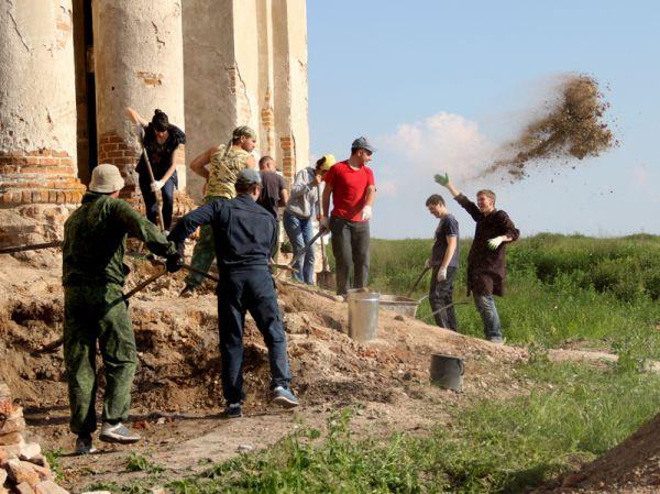 Православная молодёжь Ульяновска неплохо умеет работать лопатами
