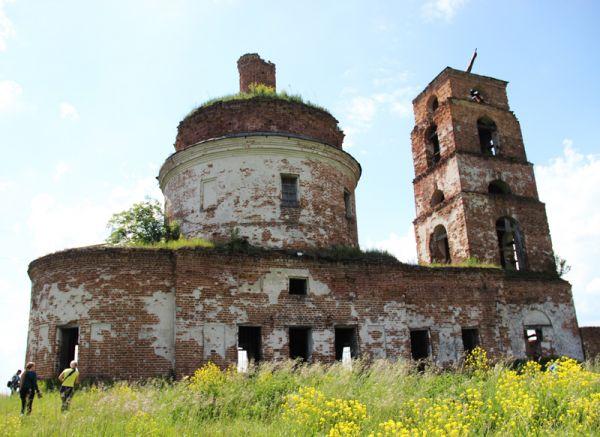 Храм Михаила Архангела, возведённый в 1825 году, свидетельствует о том, что когда-то здесь было большое и богатое село