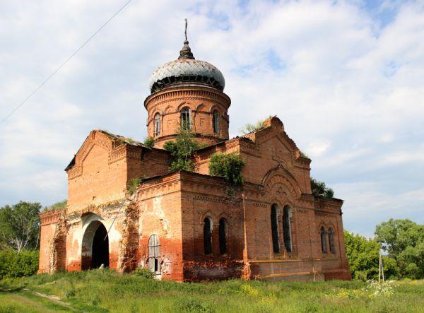 Прекрасно сохранилась церковь в селе Сурский Острог