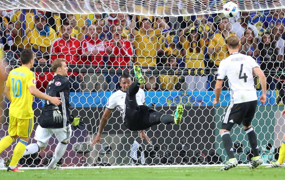 Опасность миновала, болельщики Германии с облегчением выдохнули.
