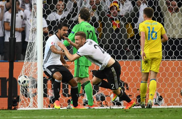Первый забитый гол от Мустафи в ворота сборной Украины.