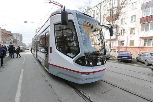Новый низкопольный трамвай выглядит очень стильно.