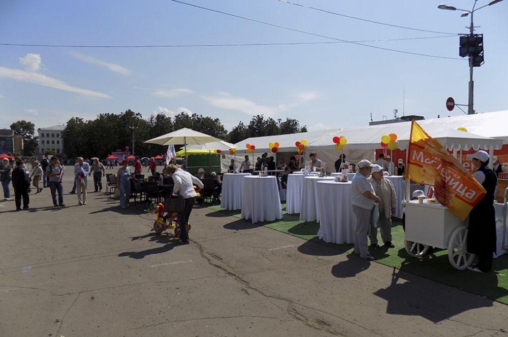 Предприятия города предложили гостям праздника угощения.