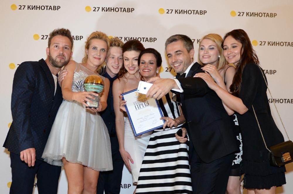 Композитор Михаил Морсков, режиссёр Оксана Карас, актёр Семён Трескунов (слева направо) и творческая группа фильма «Хороший мальчик».