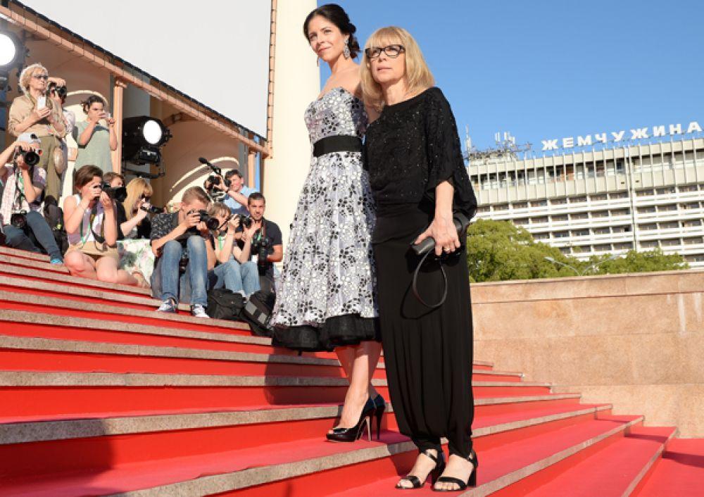 Актриса и режиссёр Вера Глаголева с дочерью Анной.