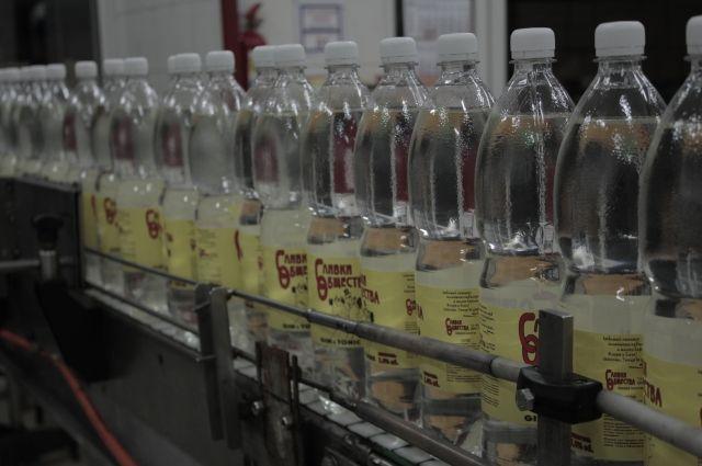 В Калининграде обнаружили 100 тысяч литров контрафактного спирта.