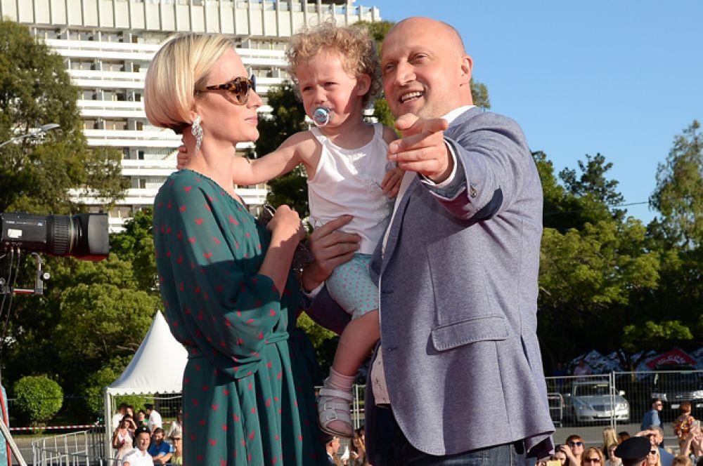 Актёр Гоша Куценко с супругой Ириной Скриниченко и дочерью Евгенией.