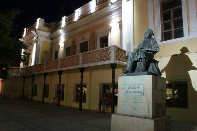 Картинная галерея в Феодосии. Здесь хранится две картины Айвазовского с одинаковым названием «Кораблекрушение», но к проданной на лондонском аукционе работе художника они отношения не имеют