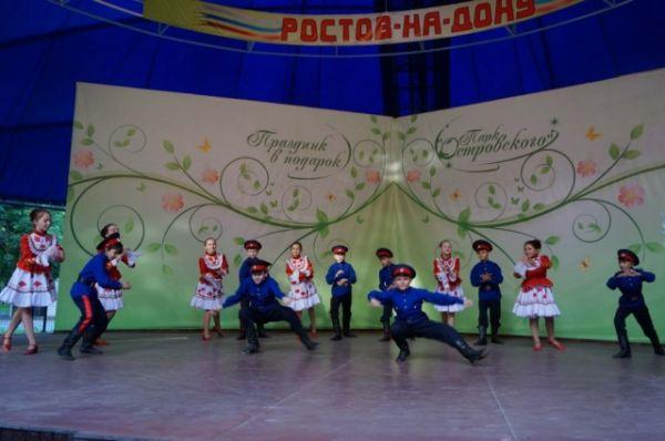 На летней эстраде состоялся праздничный концерт «Моя Россия в песнях и стихах».