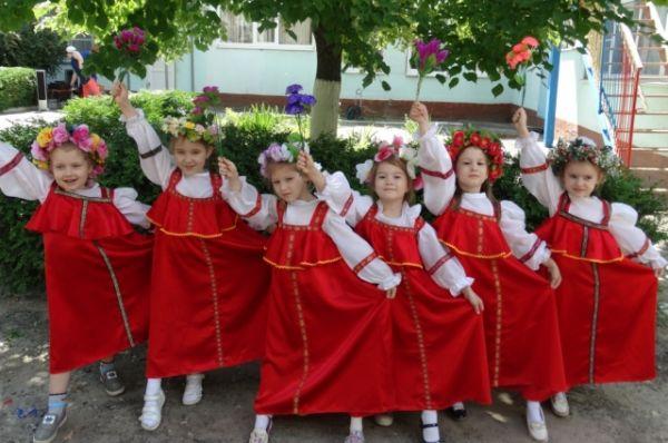 И даже воспитанники детского сада № 316 приняли участие в празднике, посвященном Дню России.