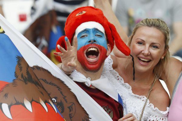 Фанаты российской сборной перед матчем Россия-Англия.