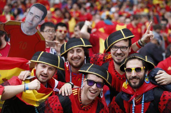 Испанские болельщики.